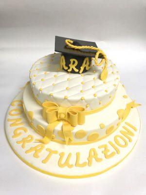 Sara ha scelto la farcitura di zabaione per la sua torta di laurea
